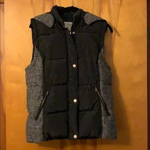 Fashionable Polyfill Vest with removable hood